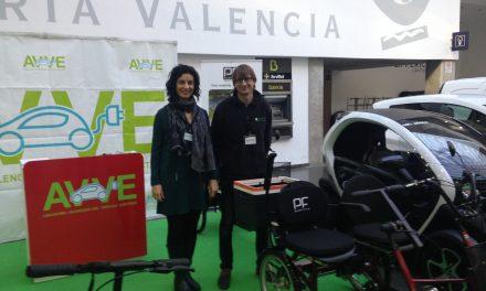 Más de medio centenar de usuarios probaron un vehículo eléctrico en Feria  del Automóvil