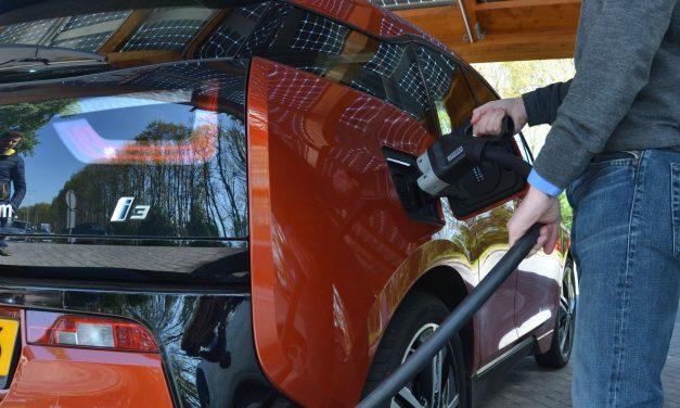 ¿Sobrevivirán las petroleras al coche eléctrico? El litio puede ser su salvavidas.
