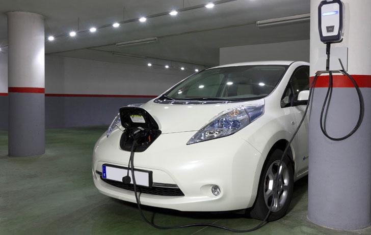 Como cargar tu coche eléctrico en casa o en tu trabajo