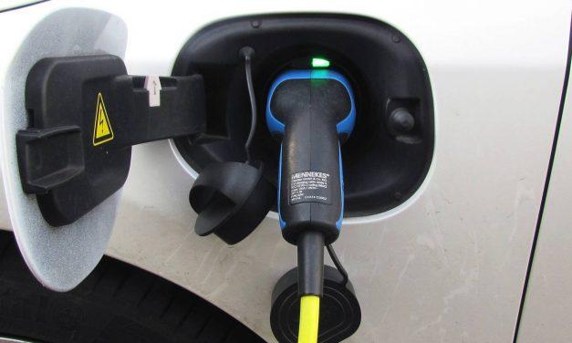 ¿Cómo afecta la compra de un coche eléctrico a tu bolsillo?