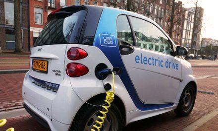 Un viaje en un coche de combustión cuesta 5 veces más que en uno eléctrico