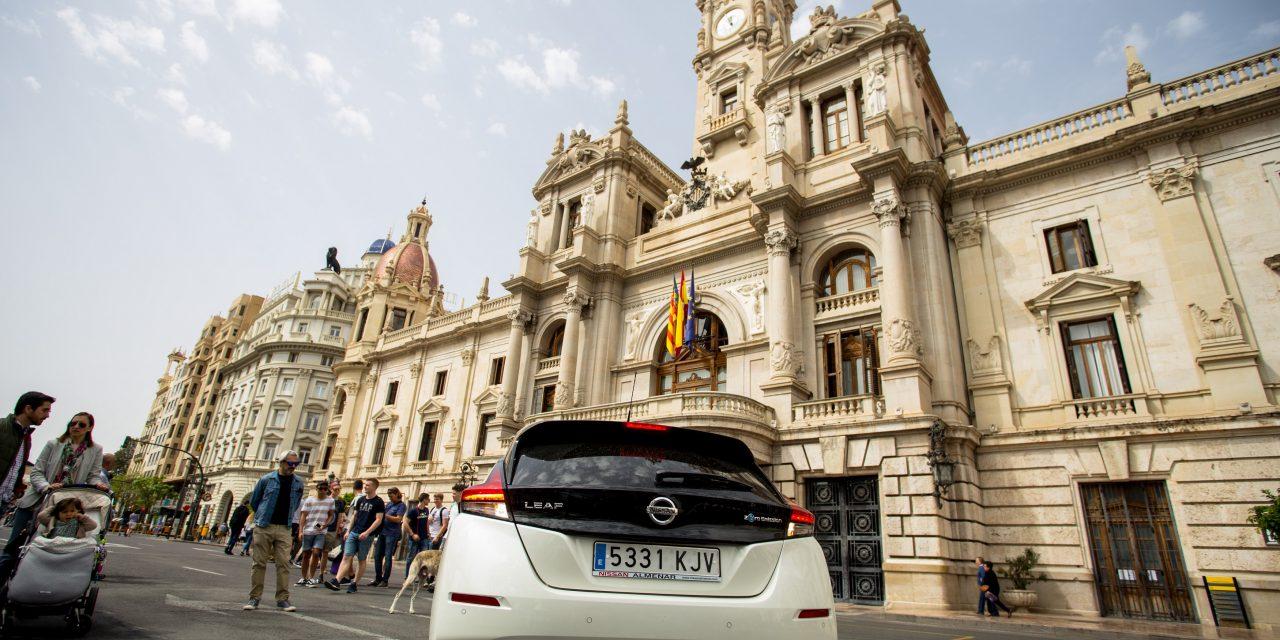 Miles de valencianos descubren el potencial  del vehículo eléctrico en Electric Movements