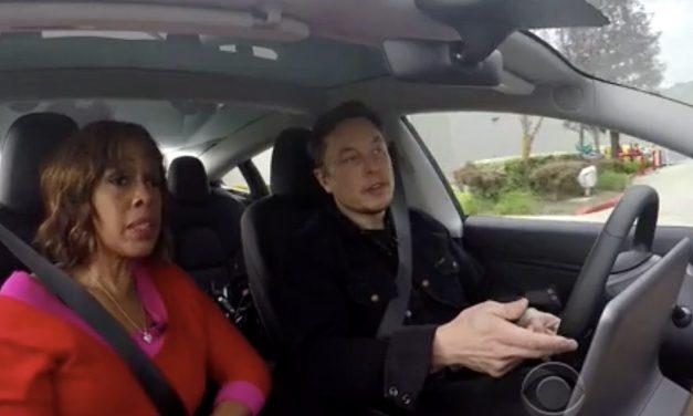 Autopilot no es perfecto pero podría ser hasta 10 veces más seguro que un conductor humano.