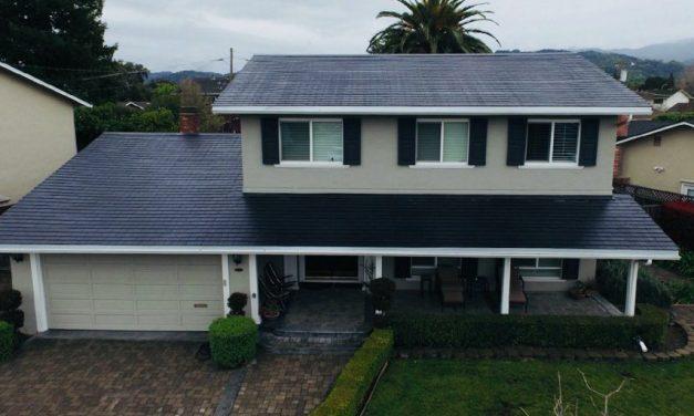 Primeras casas con tejado solar, batería y coche eléctrico de Tesla