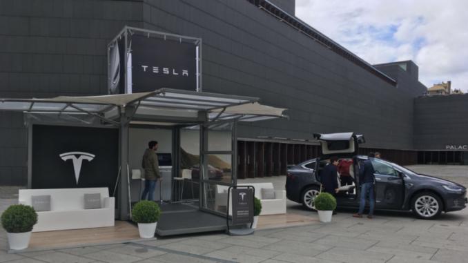 Tesla aterriza en Pamplona con demostraciones de su coche eléctrico