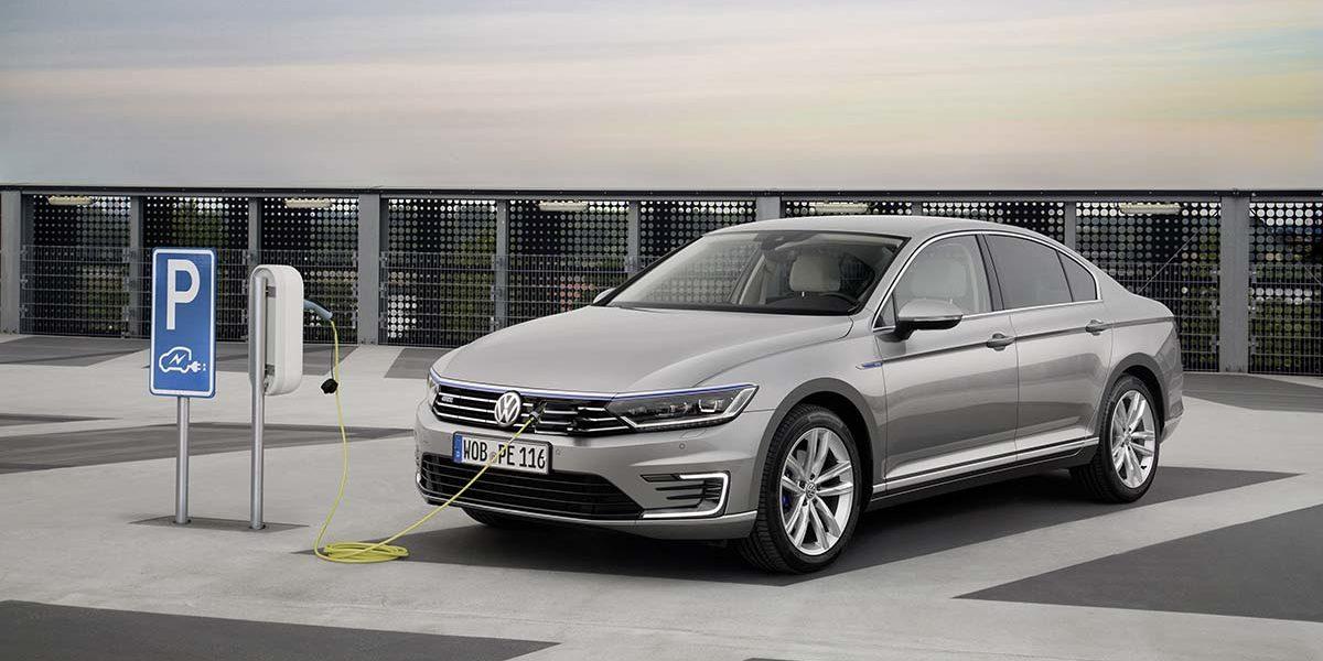 Volkswagen paraliza los pedidos del Golf y Passat GTE por la enorme cantidad de pedidos que desbordan la capacidad de producción